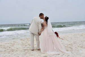 Big-Day-Weddings-Beach-Couple-Kiss-Romantic