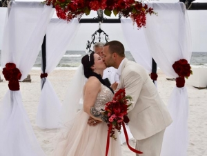 Big-Day-Weddings-Kiss-the-Bride-Red-Arbor